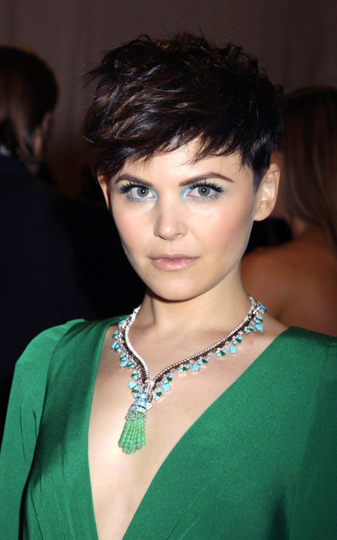 Ginnifer Goodwin in a turquoise, emerald and diamond zipper necklace by Van Cleef & Arpels, which she wore with a Topshop dress. Courtesy Rex Features.