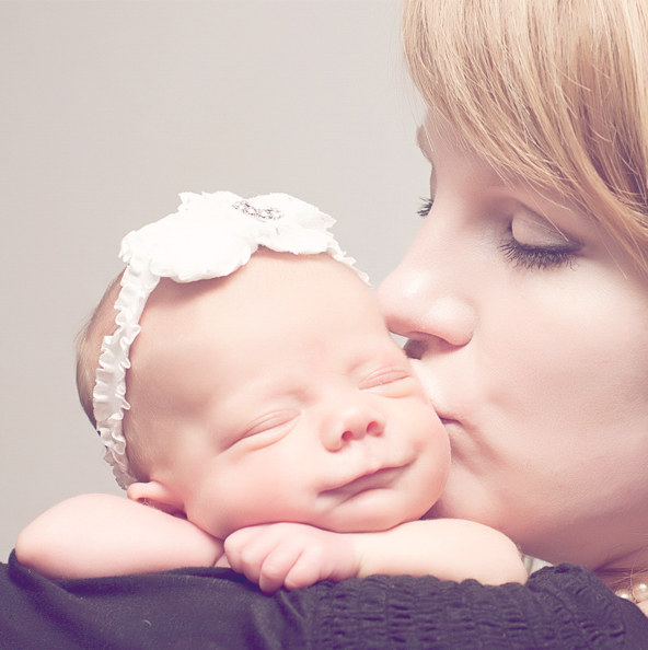 Echo Photography and Doula newborn kiss1.jpg
