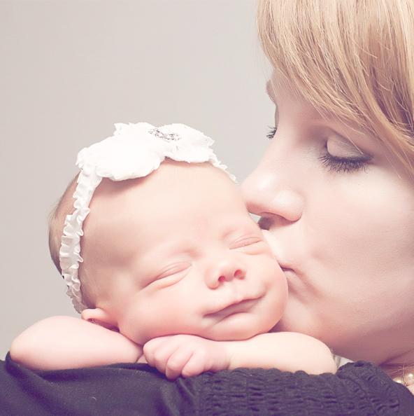 Echo Photography and Doula newborn kiss1.jpg