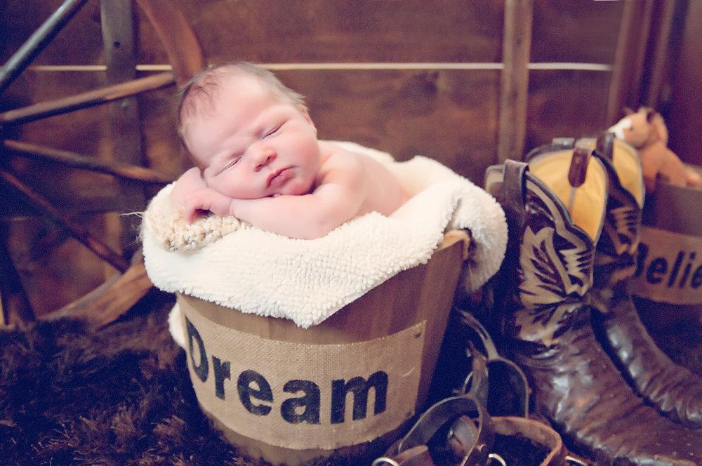 echo birth photography & doula newborn17.jpg