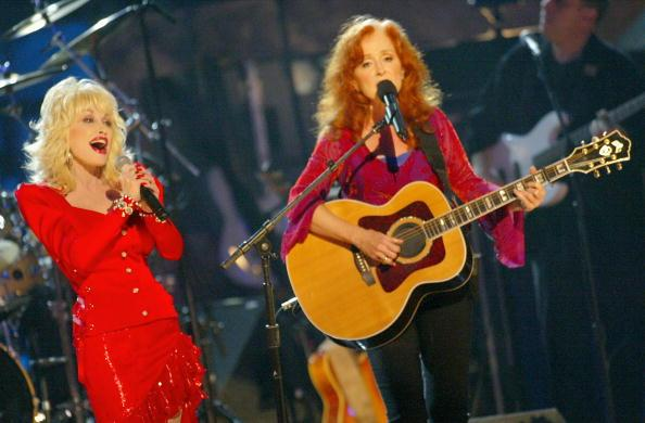 Bonnie-Raitt_Dolly-Parton_Reid-Genauer-Website.jpg