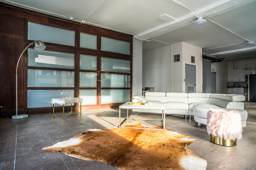 art deco gem WITH ELEMENTS OF INDUSTRIAL DESIGN filled with light in the heart of downtown la - Loft 5w studios