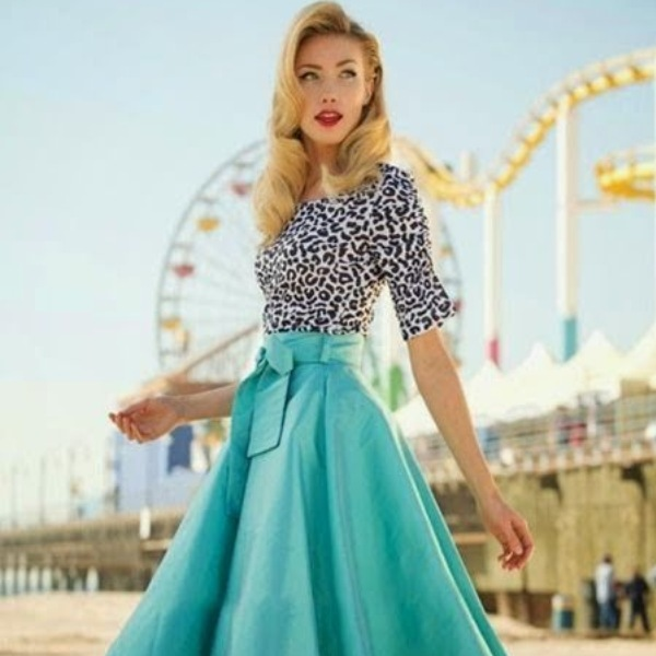 Marvelous retro looks with vintage-style clothing! #woman #vintage #fashion