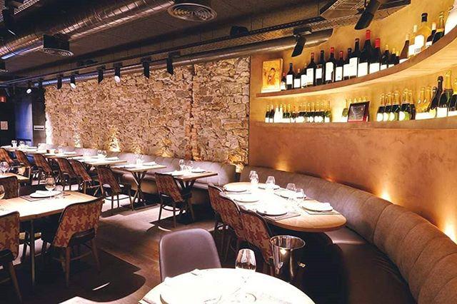 Nuestro Bilbao Berria de calle Ledesma, es uno de los lugares de culto gastronómico en el centro de #Bilbao 🙌 Ya que ofrece ingredientes exclusivos a través de la decoración, el servicio y la gastronomía. * * #BilbaoBerria #GrupoBilbaoBerria  #BilbaoCentro #Restaurantes #BilbaoRestaurantes #Gastronomía #ExperienciasGastronómicas #BilbaoTurismo #EuskadiTurismo  #DecoraciónRestaurantes #IgersBilbao #Exclusividad