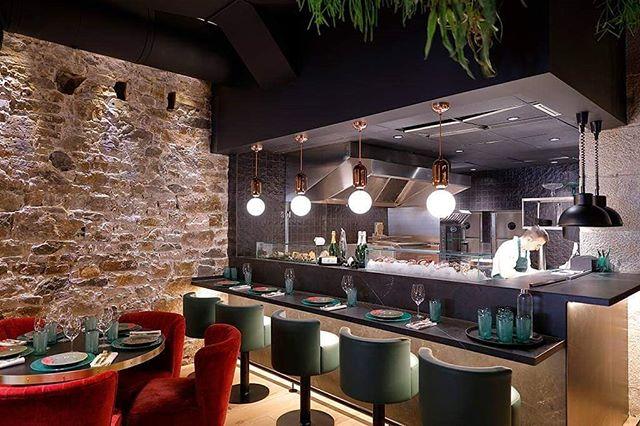 Nos encanta mostraros cómo elaboramos nuestros platos 👨🍳 En Basuki, le damos prioridad a la transparencia y la cercanía con los comensales ☺️ * * #BasukiBilbao #GrupoBilbaoBerria #Bilbao #Restaurantes #RestaurantesBilbao #BilbaoTurismo #EuskadiTurismo #BilbaoRestaurants #BilbaoMola #Food  #Gastronomía #ExperienciasGastronómicas #GastronomíaSocial #ShowCooking #Demostración