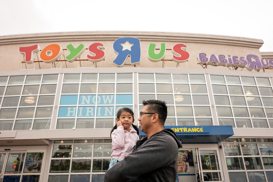 Flores Family Toys R Us - Bay Area Family Photographer 2.jpg