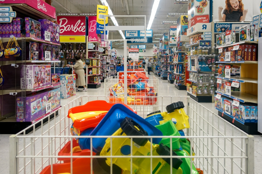 Flores Family Toys R Us - Bay Area Family Photographer 3.jpg