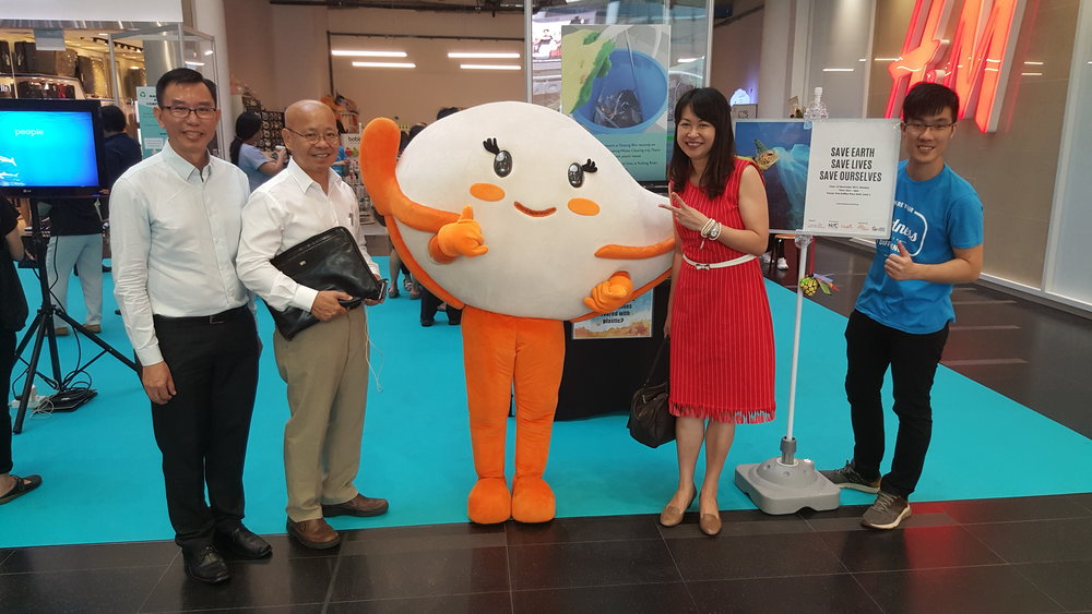 "Our esteemed Community Partner Dr William Wan, General Secretary of the Singapore Kindness Movement posing for a picture with our lively mascot Eco Eva, supported by Ministry of the Environment and Water Resources (MEWR). Alongside him is Blossom World Society' CEO, Mr Ang Choon Tee (far left), Founder of Blossom World Society, Ms Jennifer Goh (2nd right) and the Project Leader for ""Save Earth Save Lives Save Ourselves"", Jeremy Ng (far right)."