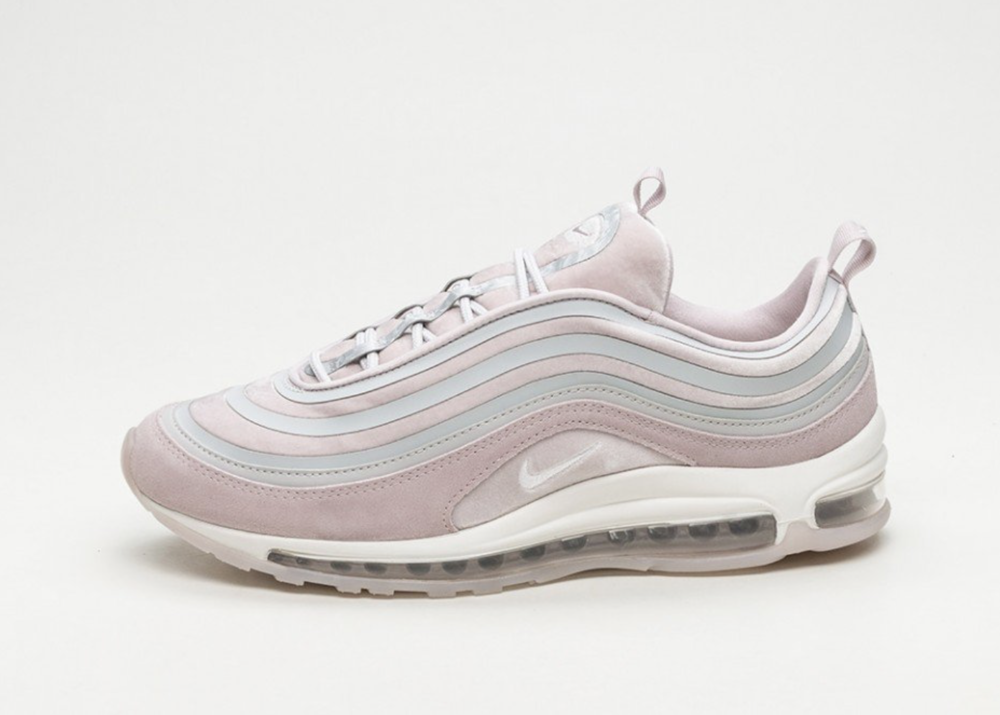 - NIKE WMNS AIR MAX 97 ULTRA '17 LX (VAST GREY / SUMMIT WHITE - PARTICLE ROSE)  Bild:Nike.com