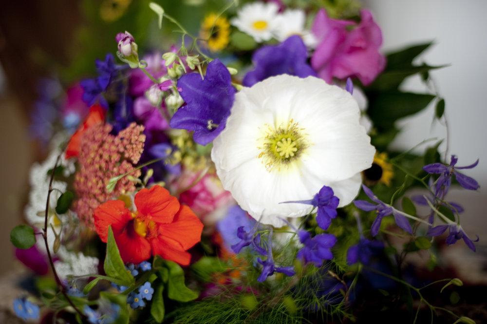 hochzeit-wildblumen-brautstrauß.jpg