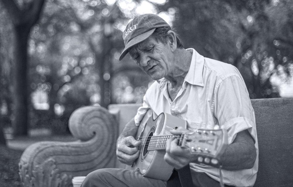 Sing.  Savannah, USA.