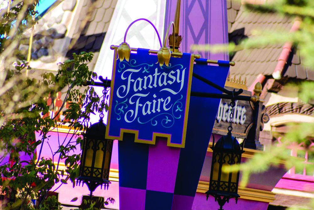 1_-_fantasy_faire_construction.jpg