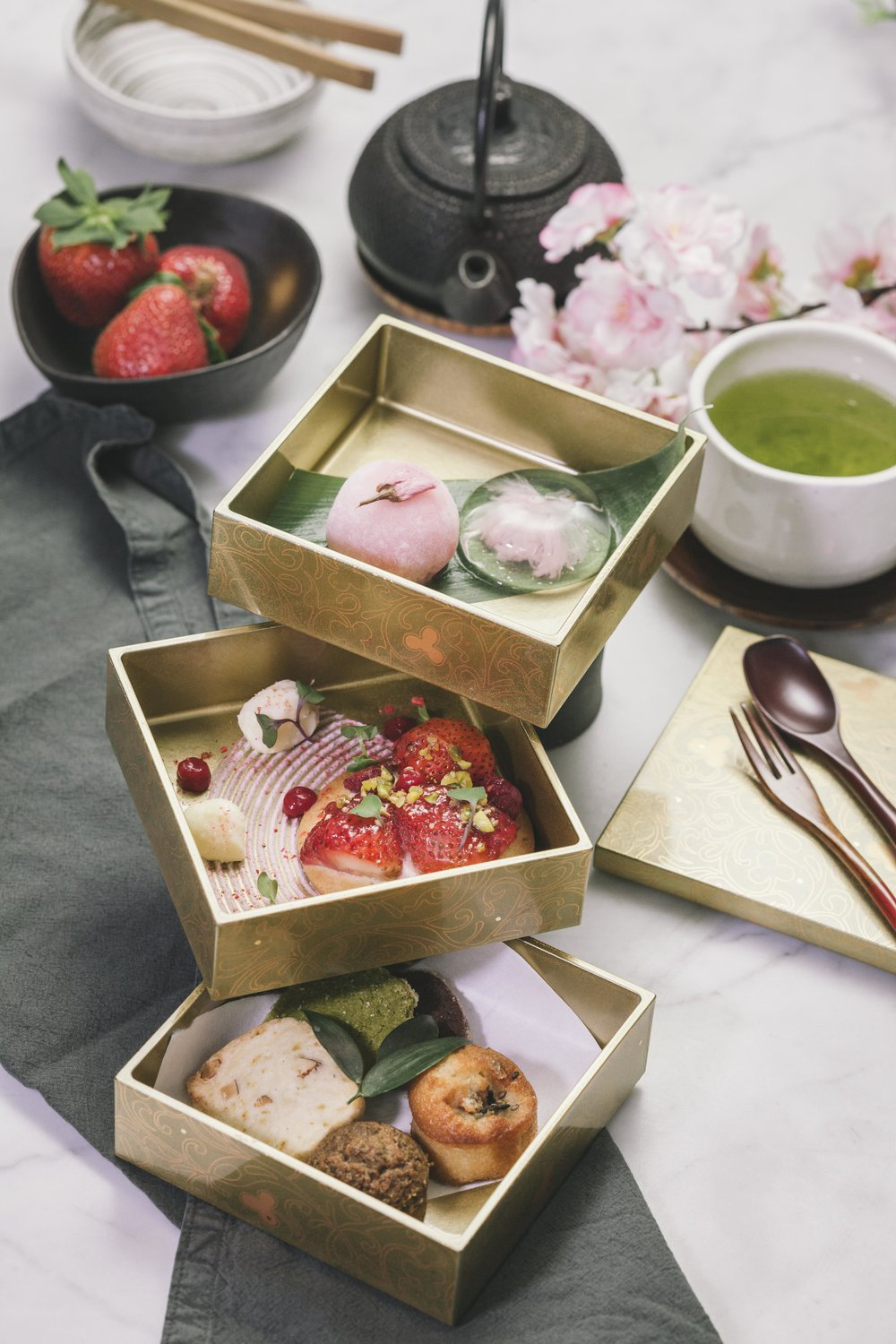 Jewelry BOX - Chef's dessert selection by Pastry Chef Norie Uematsu.served in OJu box, changes seasonally