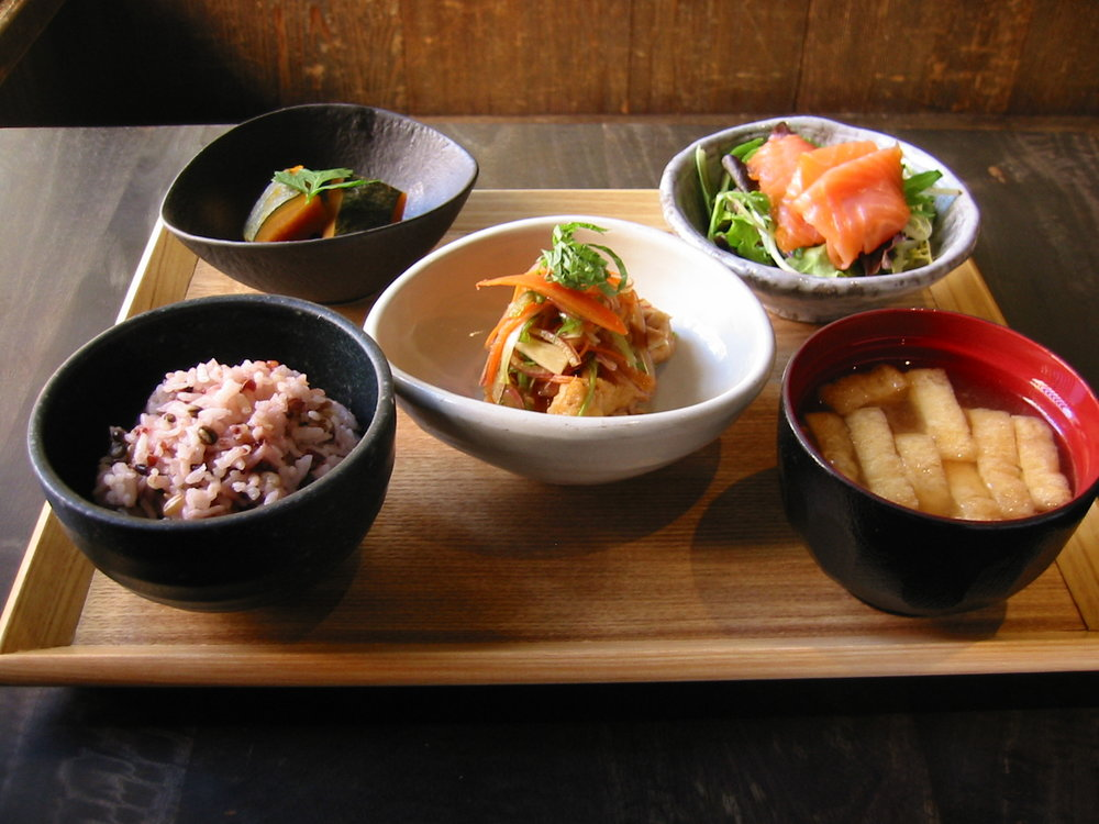 CHAKURA Set - Today's Soup Tofu and Seaweed Salad Daily Side Dishes Seven-grain Rice Today's Special Dessert
