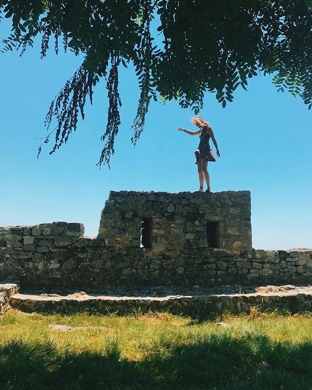 Dancing on the Lezhë castle 💃🏼