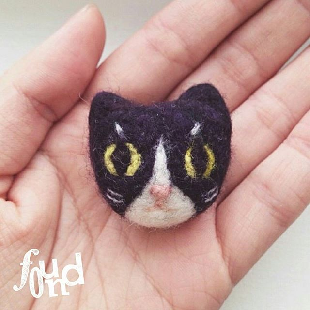 Come join us for one of our cutest workshops at Found Fest! 🐱 Make these little cuties with @sebbyconfetti Workshop Registration to be announced soon! So keep your eyes peeled. . 👉 Felted animal brooches /  Learn the basics of felting and create your very own fuzzy wearable brooch to show off your spirit animal! Participants will make their very own spirit animal brooch using felting needles and wool. No experience is required, all beginners are welcome!. . This coming weeks, we will be updating you guys with some super cool stuff about our festival! Including our awesome speakers and exciting workshops! Visit Foundfest.com for more details. ✌