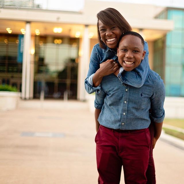 Nothing like sibling love 🥰😄 . . #atlantafamilyphotographer #atlantachildphotographer #atlphotographer #atlphotographers #atlantalifestylephotographer #atlantamom #atlmomsblog #stpetersburgflorida #stpetephotography #dalimuseum #downtownstpete