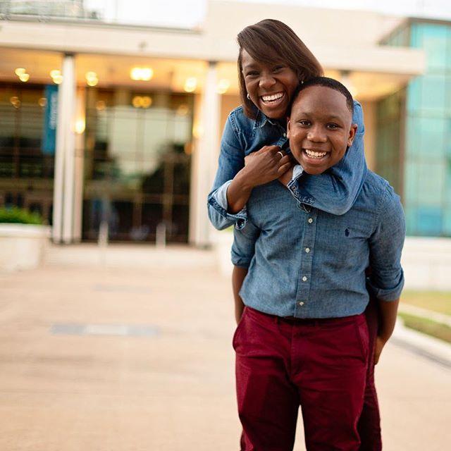 Nothing like sibling love 🥰😄 . . #atlantafamilyphotographer #atlantachildphotographer #atlphotographer #atlphotographers #atlantalifestylephotographer #atlantamom #atlmomsblog #stpetersburgflorida #stpetephotography #dalimuseum #downtownstpete