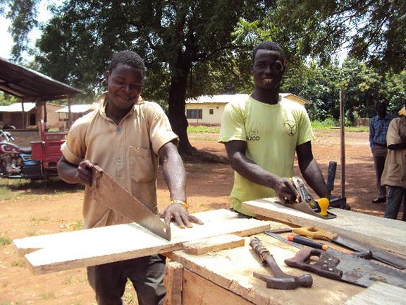 houtbewerking YDRC Ghana.jpg