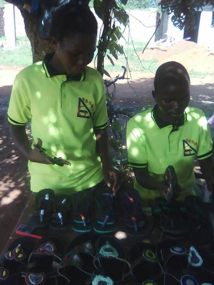 Schoenen van EGAA Uganda.jpg