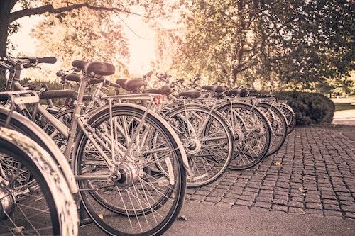 Fahrräder in der Stadt.