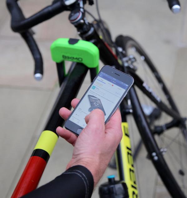 Deinen Schaden kannst du bei Bikmo von überall mit deinem Smartphone melden. Sogar beim Biken.