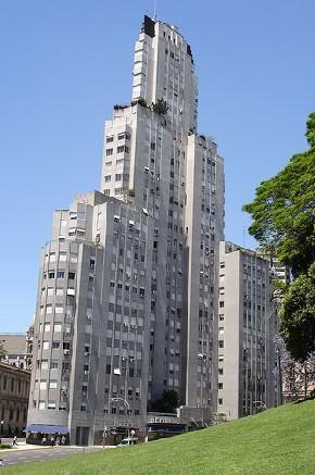 El Kavanagh fue el primer rascacielos porteño.