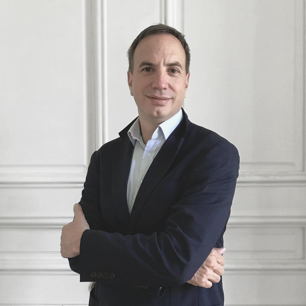 Ramiro Juliá - Chairman & Socio FundadorRamiro co-fundó y administró numerosas empresas de bienes raíces corporativas y transacciones con inversionistas a nivel institucional en todo el mundo. Es graduado de MIT y guía las ambiciones más grandes de la compañía. A Ramiro no se le escapa ningún detalle.