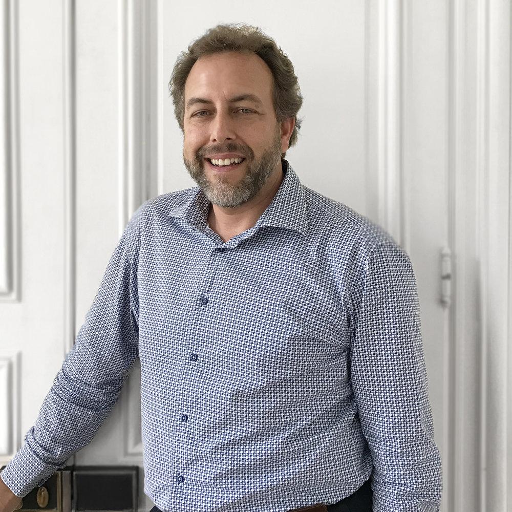 Nico Trzicky - Director de InversionesNico tiene una amplia experiencia en el asesoramiento de High Net Worth Individuals, la estructuración de productos de inversión y la gestión de proyectos. Nico fue Director Gerente de Credit Suisse durante 13 años y estudió en la Universidad de Zurich. Nico es un maestro.