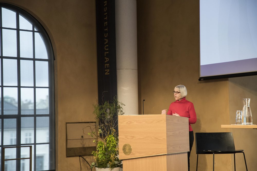FROM THE US TO NORWAY: Professor and ViSmedia researcher Deborah G. Johnson shared her research about AI in the Aula. PHOTO: Robert Nedrejord.