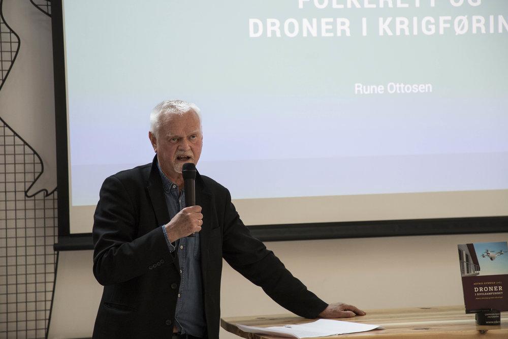 SPEAKING: Rune Ottosen launching the book Droner i sivilsamfunnet in early April. (PHOTO: Robert Nedrejord)