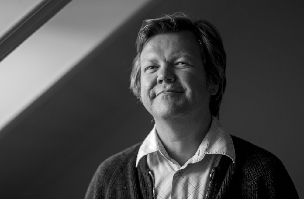 "ON AIR: When Øyvind Vågnes was writing the dystopian novel ""Sone Z"", he  kept feeling like the realistic stories disappeared be present moves very quickly. ""We live in a time where the future is constantly really close"", he explains. Photo by Siri Flatlandsmo"