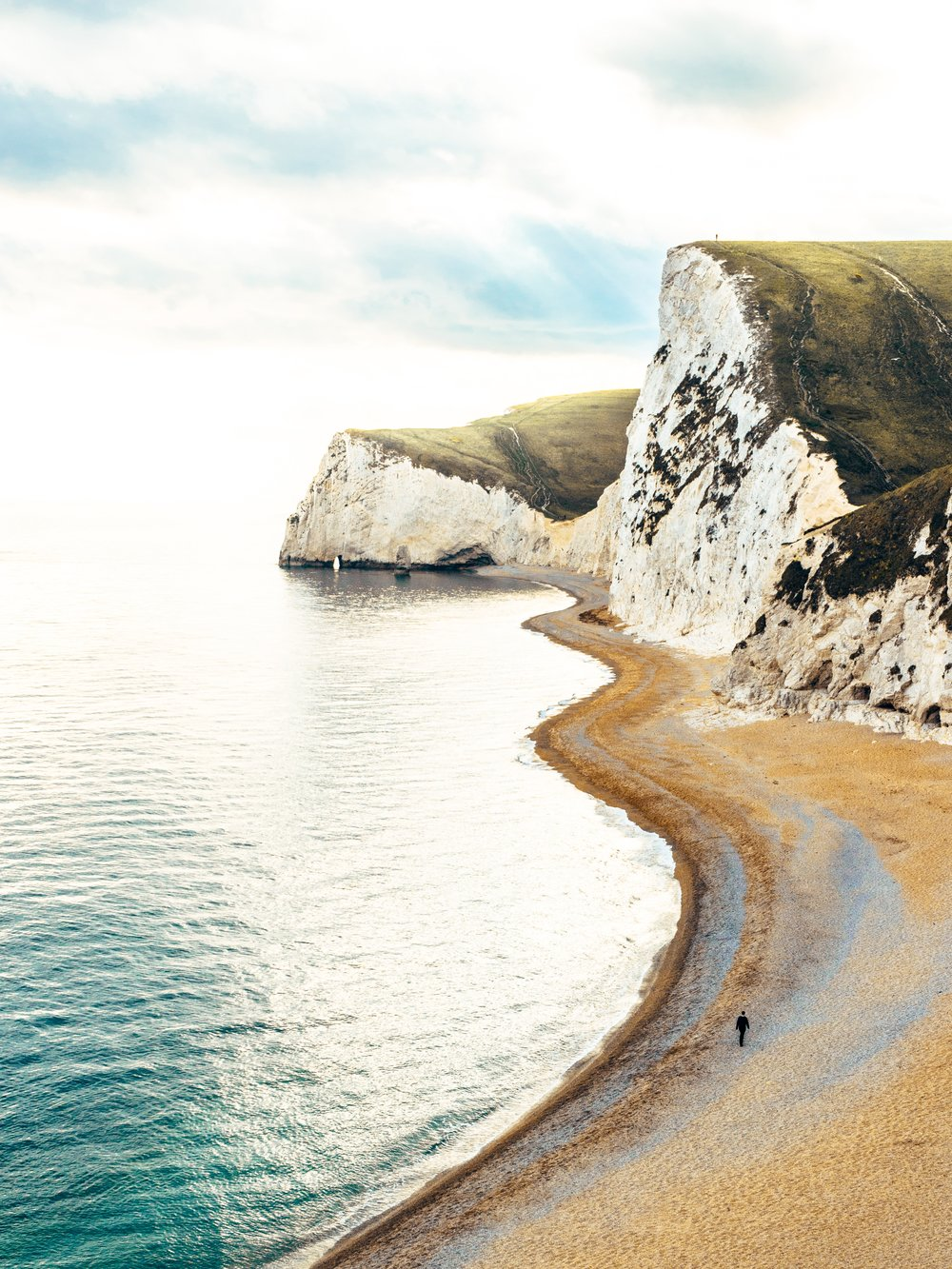 - Gestion des attentes de partenaires – direction des études au National Trust pour créer un plan de gestion du littoral permettant de protéger les dunes à Studland Bay, DorsetRecherche, analyse & synthèse – analyse des courants marins et des couches de sédiments sur les sites de forage le long de la côte du Dorset, pour le compte de BP (logiciel de cartographie SIG)