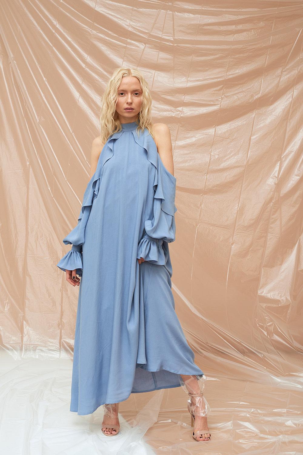 платье-с-обьемными-рукавами-и-рюшей-20181003.jpg