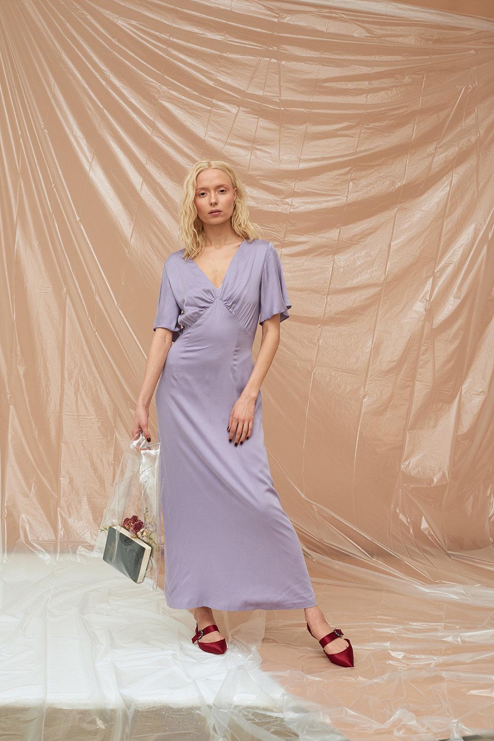платье-со-сборкой-на-груди-2018020.jpg