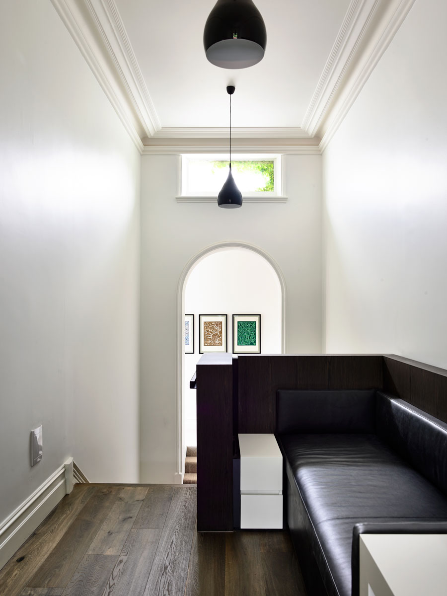 Strong lines of clean plasterboard run from ceiling to floor‭, ‬and any reference to high skirtings or deep cornices is dissolved‭ ‬in long bulkheads‭, ‬striking timber and black steel joinery‭. ‬
