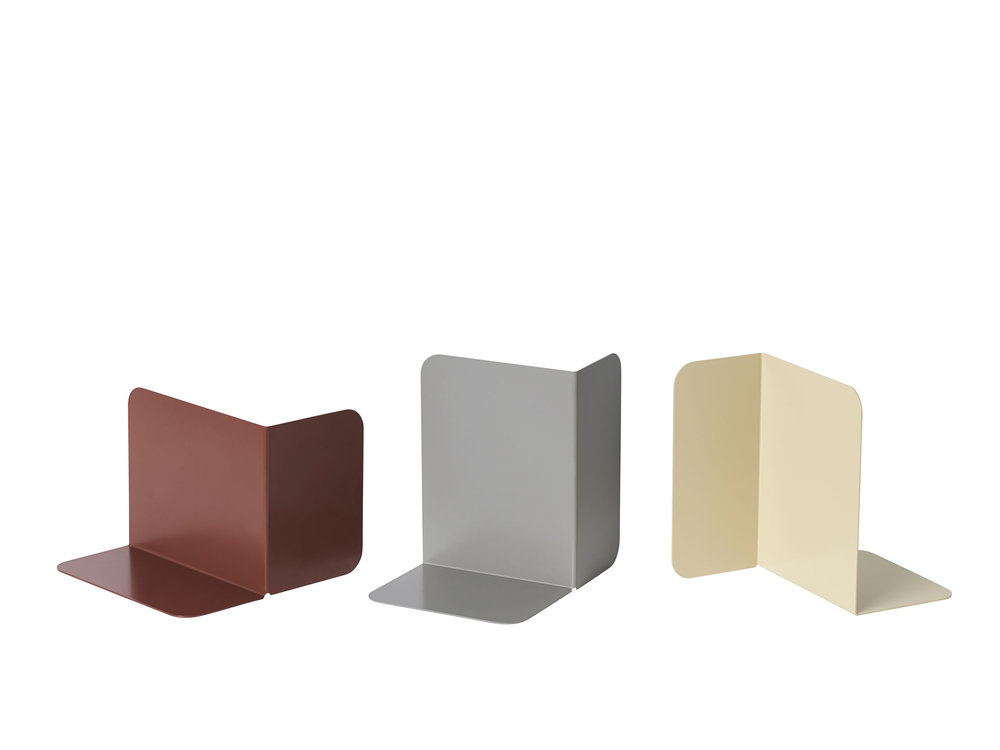 COMPILE BOOKEND for MUUTO. The Compile bookend makes for a simple way to store your books. It can be placed in several positions to accommodate books of differing sizes. 