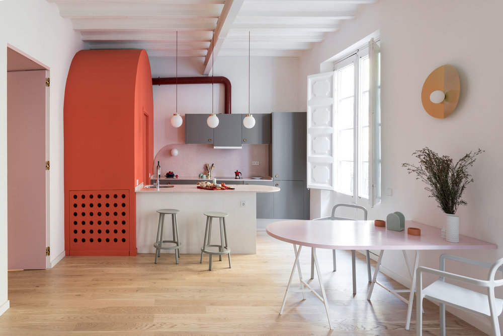 Located in the neighbourhood of Born, in the oldest part of Barcelona, this apartment is part of an ancient building which dates back to the 13th century. The client, a young Italian woman working in the fashion industry, wanted to completely transform the old property into a vibrant, new flat.