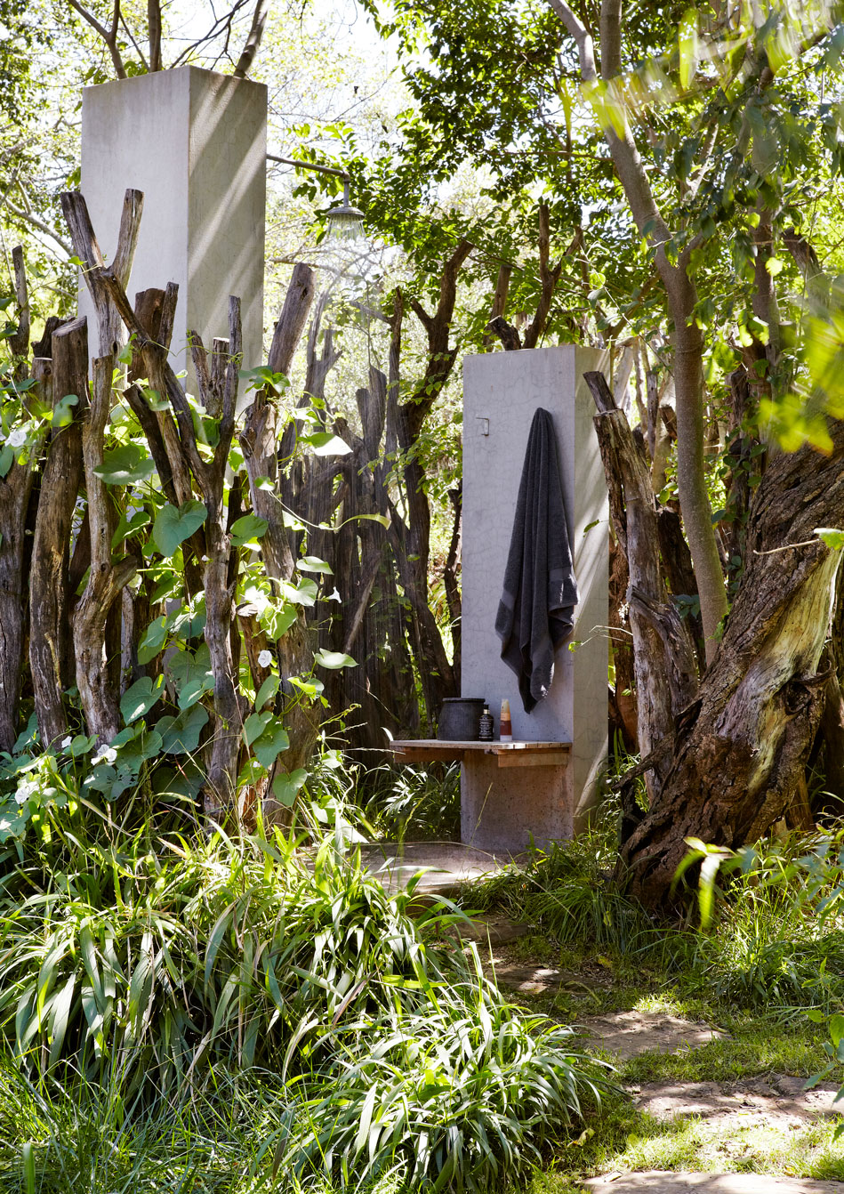 The outdoor shower – a little more extreme than the bath – is nevertheless a luxury that creates an opportunity to engage with the surroundings befitting a sense of challenge and luxury that fits hand in hand.