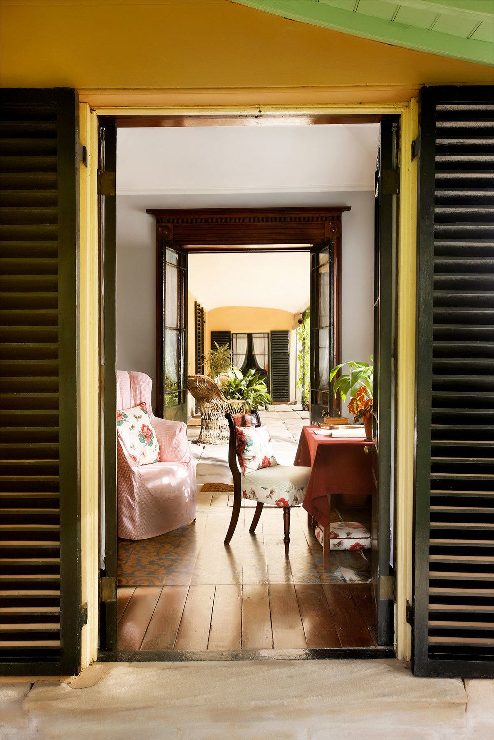 View west through the drawing room closet at Elizabeth Farm (c) Paolo Busato
