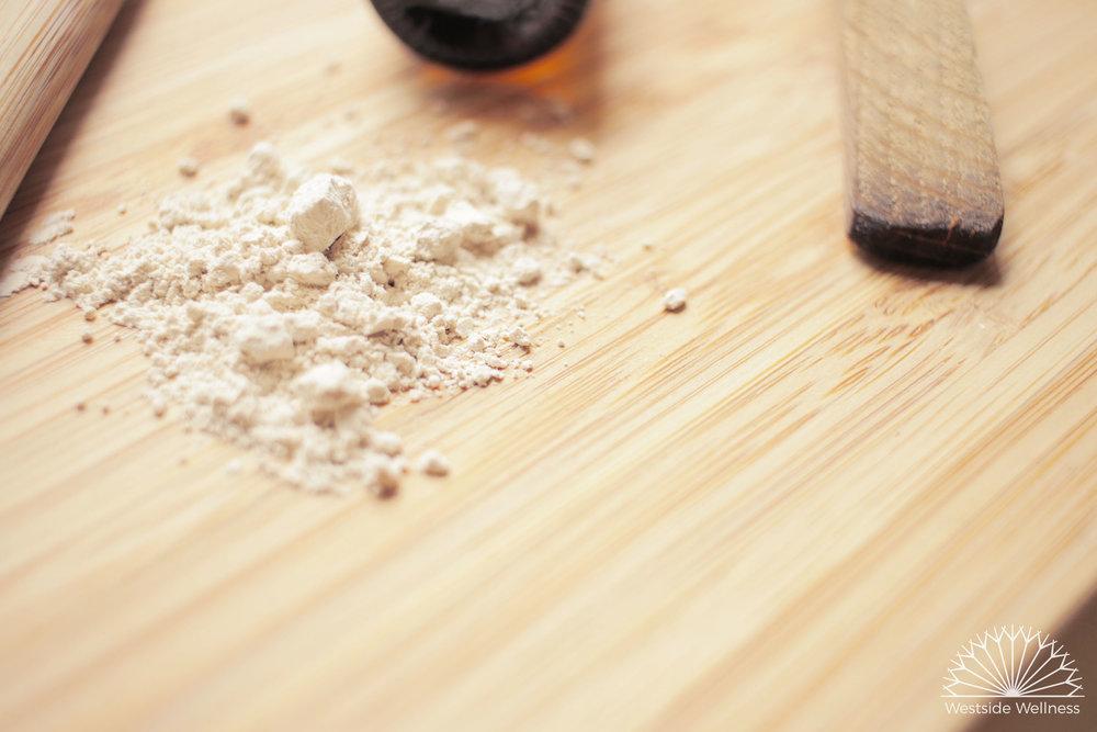 bentonite clay website ver.jpg