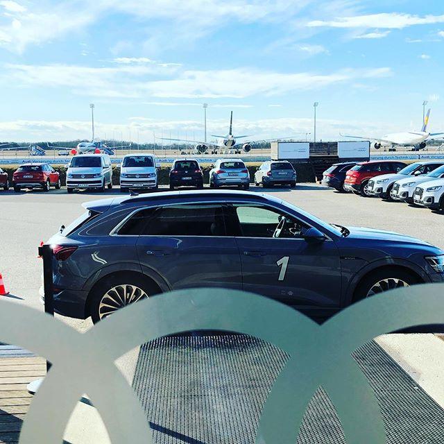 The Arrival #audi #etron 📷 @wiestgrosskunden #wiestautohäuser #grosskundenleistungszentrum #grosskunden #darmstadt #firmenwagen #dienstwagen #volkswagen #audi #skoda #vwnutzfahrzeuge