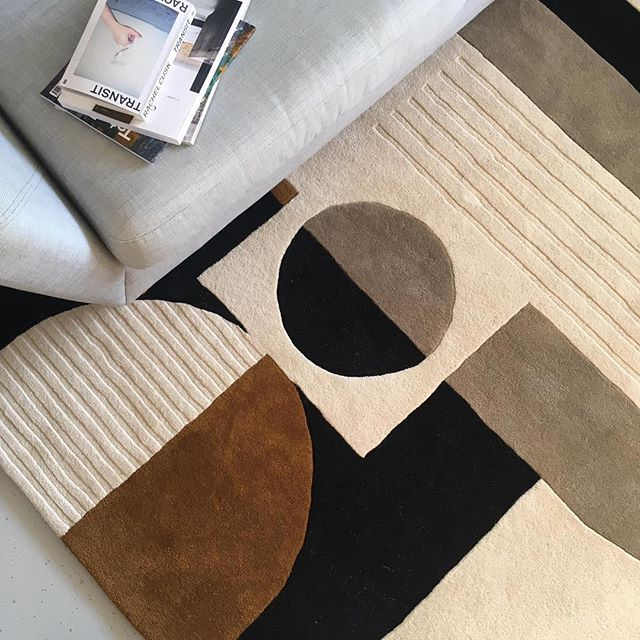 Love seeing our products in their new homes! And what a home it is @kristy_noble 🙌🏼 😍  The Curve rug in collaboration with the amazing  @floor_story  #rugdesign #interiorgoals #styling #shape #colour #pattern #homeware #interiorstyling #photography #interiorphotography
