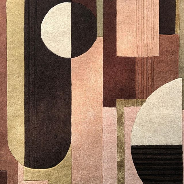 Chocolate, gold, pink, rusts. Love this colour combination. Maze rug in collaboration with @floor_story  #rug #design #tufted #colour #interiors #interiordesign #carpet #floorstory #homedecor #interior #deco #tufted