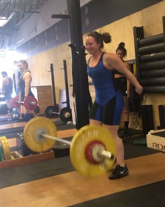 Sarah's getting ready for her first Olympic lifting meet - by hitting two new PRs! 🔥🔥 51 kg snatch and 65 kg clean & jerk! Next up Winter Slam ❄️🏋️‍♀️❄️ #PRcity #girlswholift #sarahjswole #northdallasbarbell @sarahswor91
