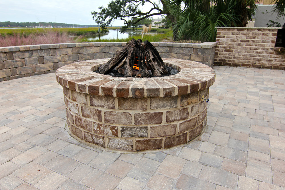 Savannah Grey Brick Fire Pit Picture and Design Idea