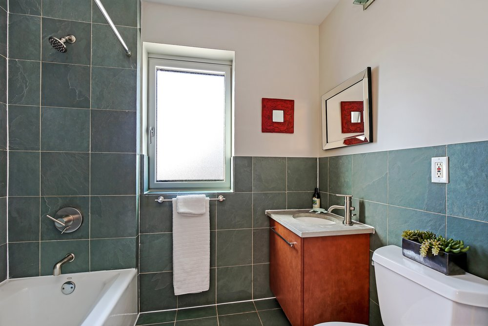 10_630WashingtonAve_Unit6C_8_Bathroom_HiRes.jpg
