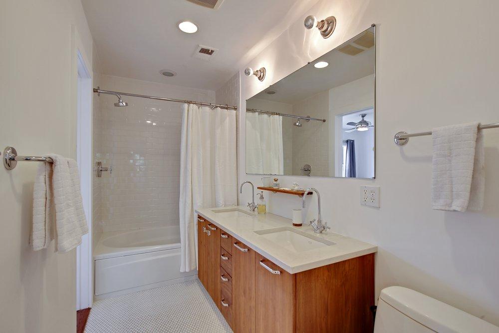 7_345AGrandAvenue_Apt_8_Bathroom_HiRes.jpg