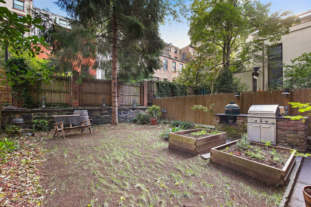 11_119HenryStreet_1_26_BackYard_HiRes.jpg