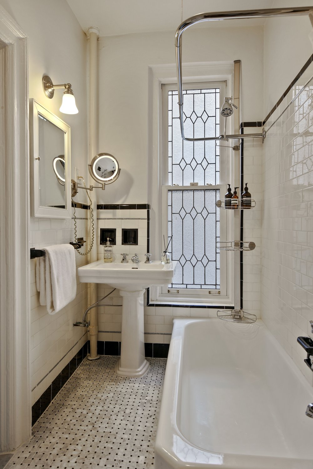 8_38LivingstonStreet_21_8_Bathroom_HiRes.jpg
